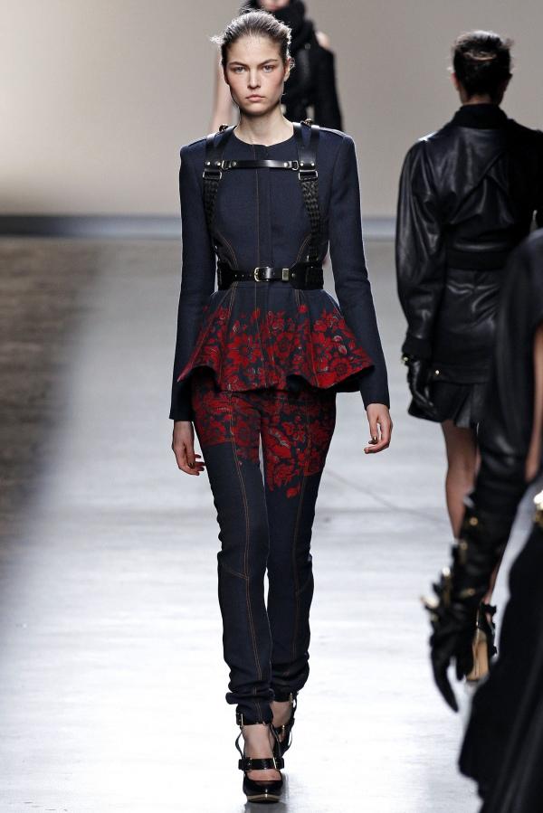 Національні мотиви та вишивка у світовій моді