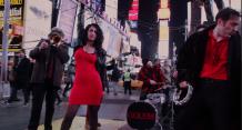 """На Таймс-сквер у Нью-Йорку єврейський бенд зіграв """"Червону руту"""", щоб підтримати Україну"""