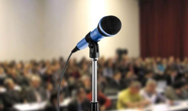 5 фраз, які не варто вживати під час публічних виступів
