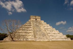 Мавзолей, ацтеки і «Лисий бог»