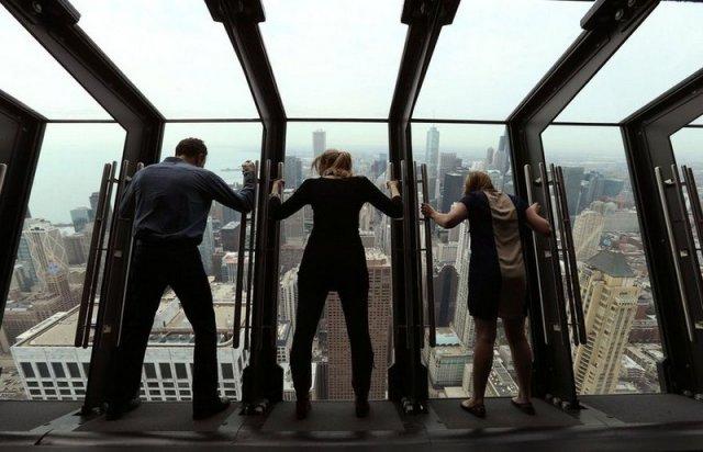 Атракціон в Чикаго - для справжніх сміливців (відео)