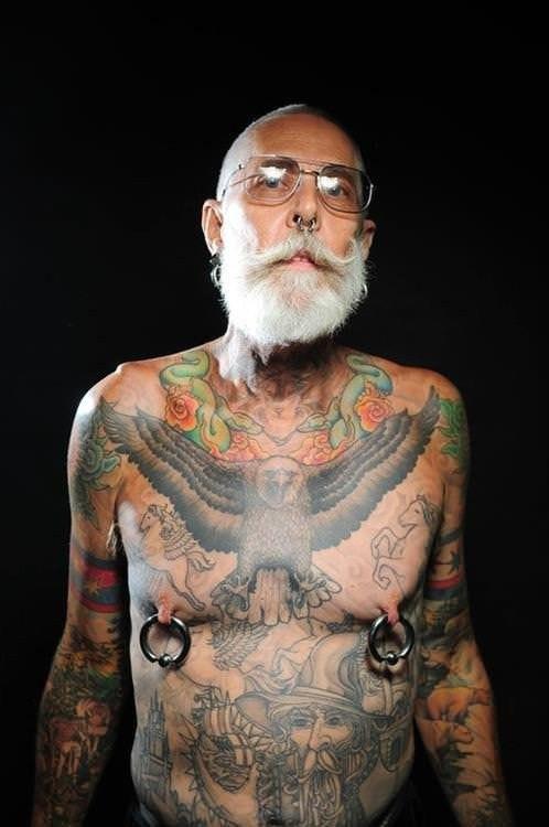 Як виглядають татуювання через 40 років (фото)