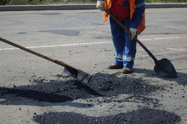 Міністерство інфраструктури України просить допомоги в контролі коштів, виділених на ремонт доріг