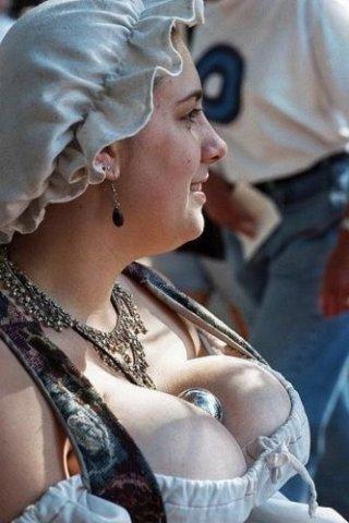 Найбільш пишногруді жінки Європи проживають в голладському селі Велп (фото)