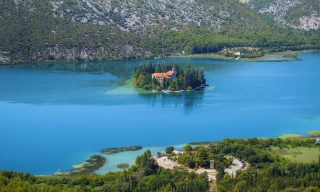 10 крихітних островів, на яких живуть люди (фото)