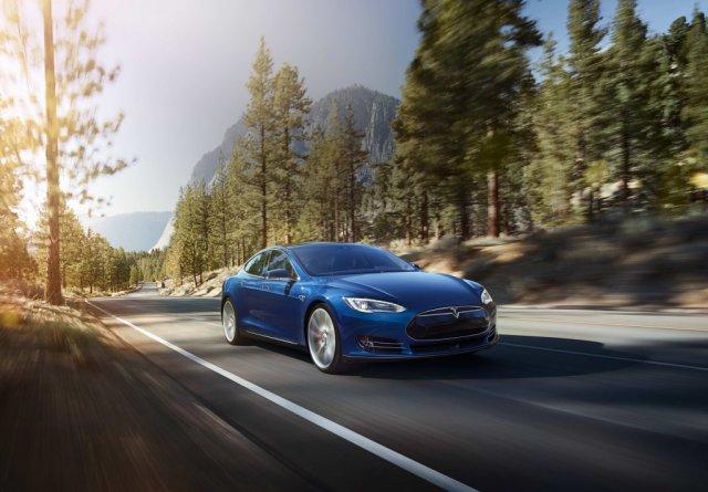 Новий електромобіль Tesla Motors може проїхати 400 км на одному заряді (відео)