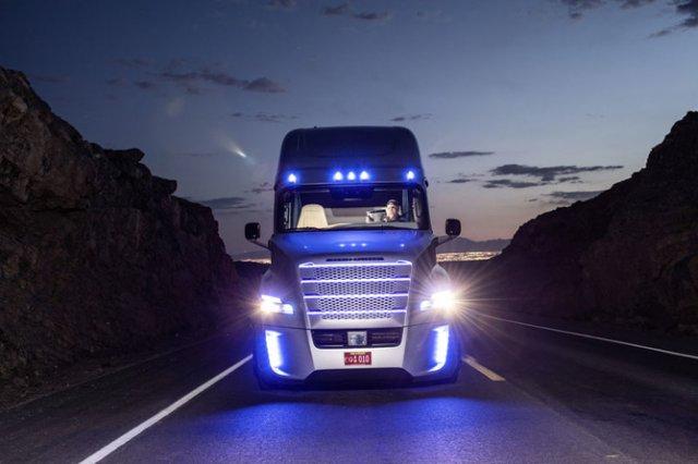 В Неваді офіційно дозволено використовувати самокеровані вантажівки