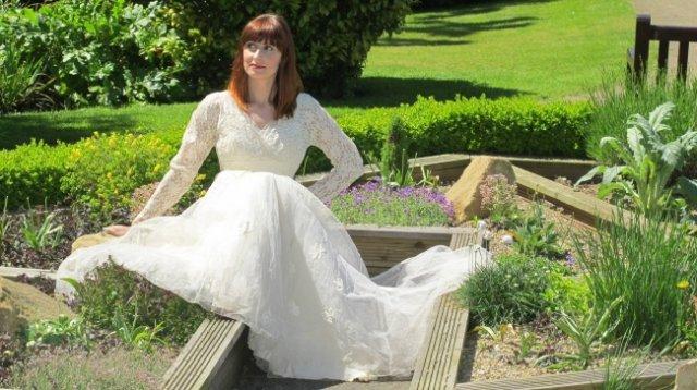 Чоловік пожертвував весільну сукню дружини, додавши до неї...