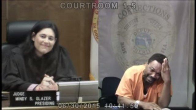 Відео судового процесу судді над бувшим однокласником стало вірусним