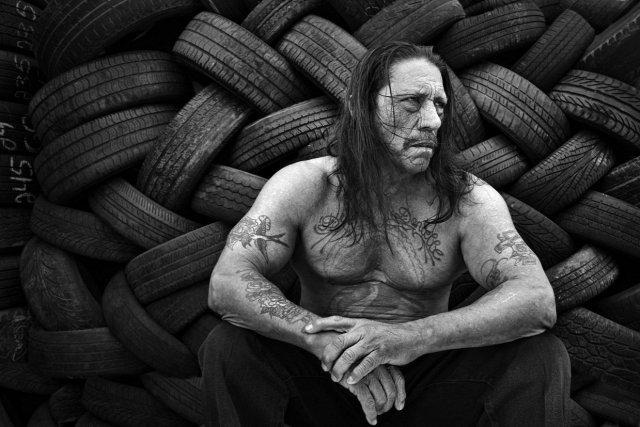 Денні Трехо - чоловікові 71 рік, 11 років сидів у в'язниці, знявся в 280-ти фільмах, має два боксерських пояси