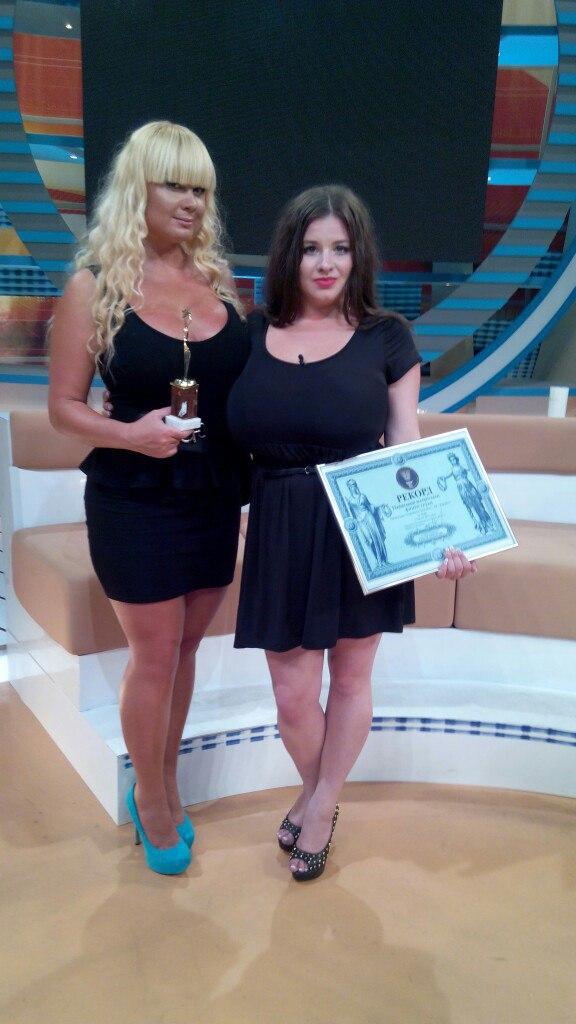 Жінка з найбільшими в Україні грудьми (фото)