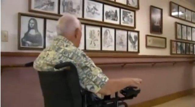 Чоловік з ДЦП створює картини за допомогою друкарської машинки (відео)