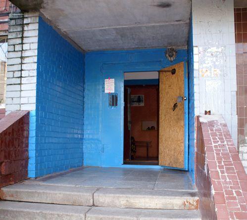 Що говорить закон про захоплення загального коридору в багатоквартирному будинку?