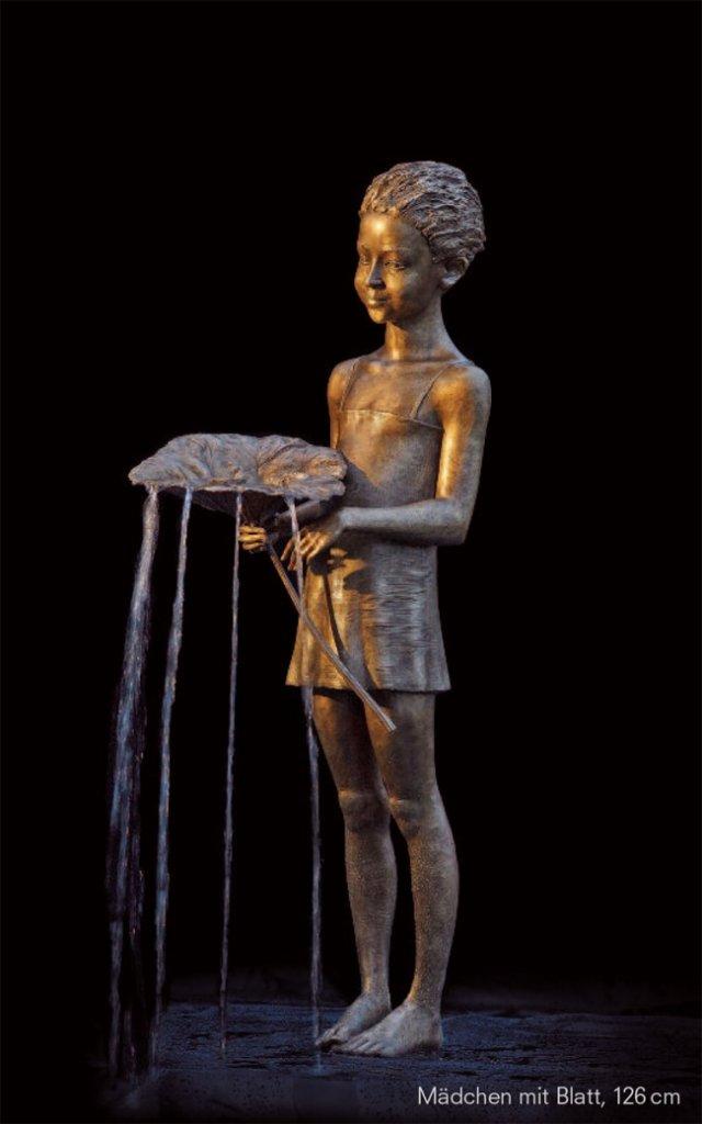 Прекрасні скульптури з бронзи і води (фото)