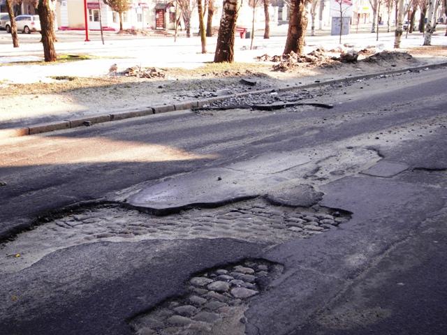 Чому в Україні найгірші дороги?