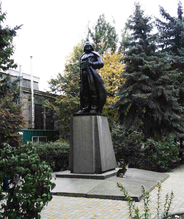 Перший в галактиці пам'ятник Дарту Вейдеру стоїть в Одесі (фото)