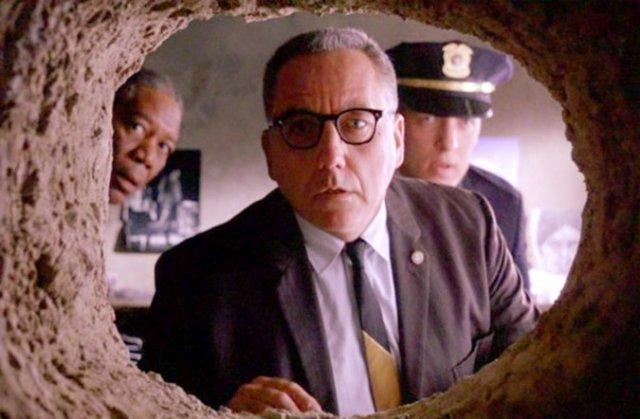 За 15 років чоловік таємно від дружини прорив тунель із спальні в найближчий паб