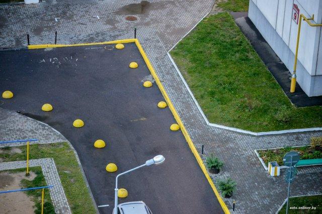 Як навести порядок з парковкою в дворах своїми силами? (фото)