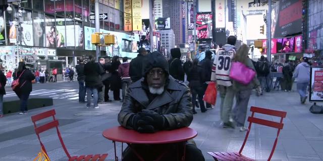 Чоловік, звільнений з в'язниці після 44 років ув'язнення, дивується нинішнім технологіям (відео)
