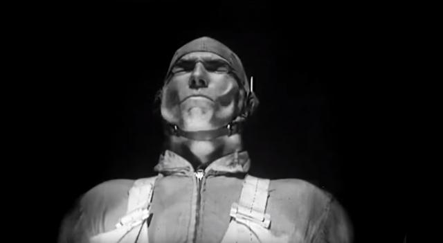 Що відбувається з обличчям людини, коли вітер дме зі швидкістю 735 км/год (відео 1946 р.)