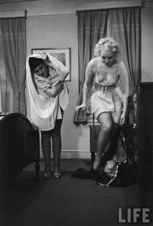 Як правильно роздягатися перед чоловіком. Інструкція 1937 року.