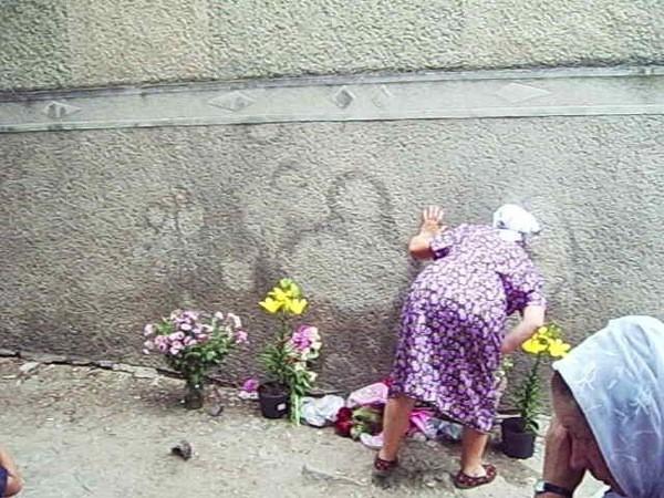 Жителі села кілька місяців поклонялися сечовим розводам на стіні
