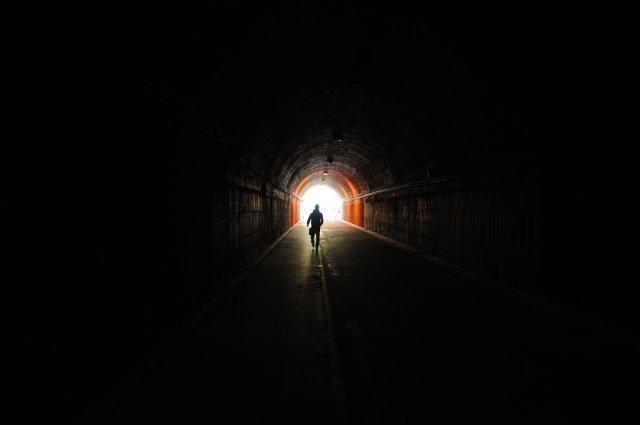 Чому помираючі бачать світло в кінці тунелю?