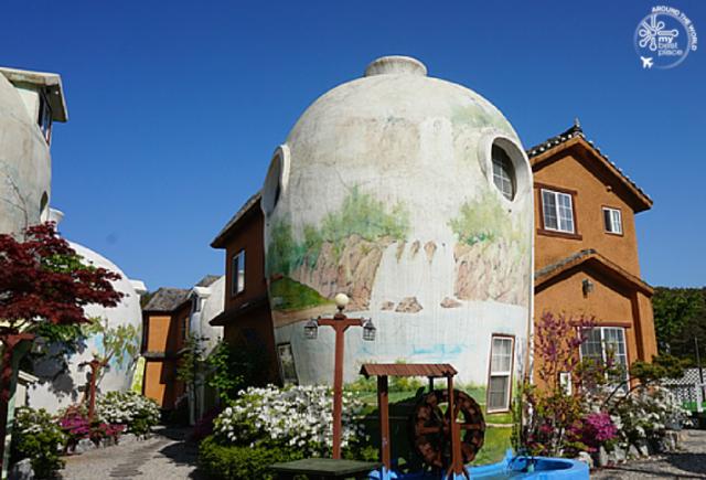 Готель у формі глечиків (фото)