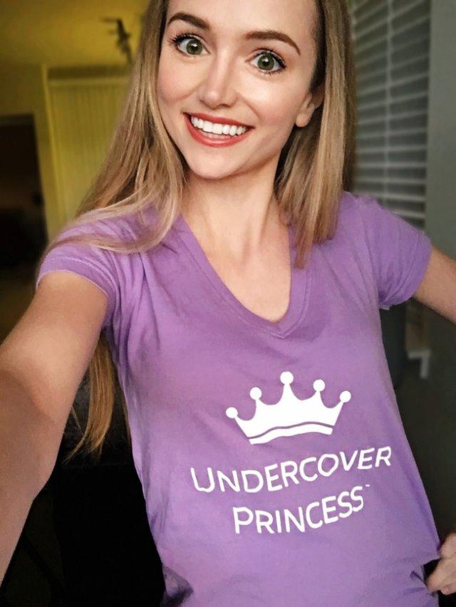 Дівчина перетворюється в принцес Діснея, щоб відвідувати дитячі лікарні (фото)