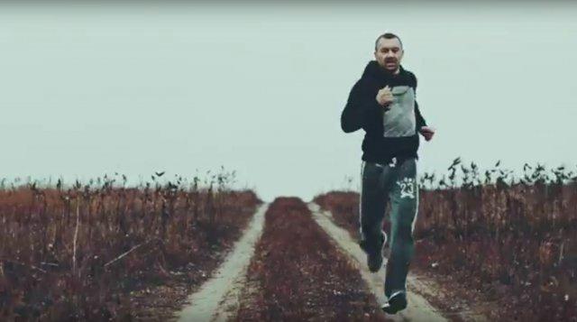Сашко Положинський та гурт «Був'є» презентували новий кліп на пісню «Я біжу» (відео)
