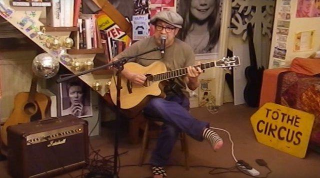 Британський вуличний музикант переспівав пісню Джамали «1944» (відео)