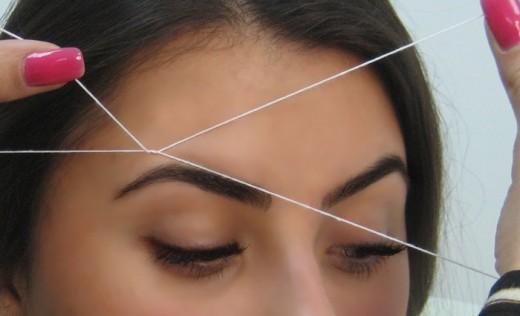 Вищіпування брів за допомогою звичайної нитки
