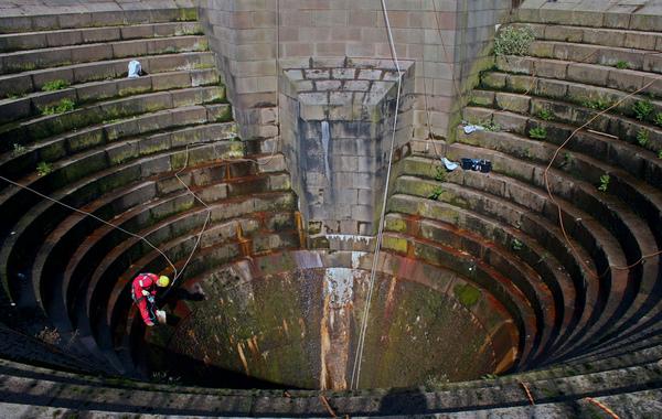 Воронки для скидання води на греблях, система bellmouth spillway (фото, відео)