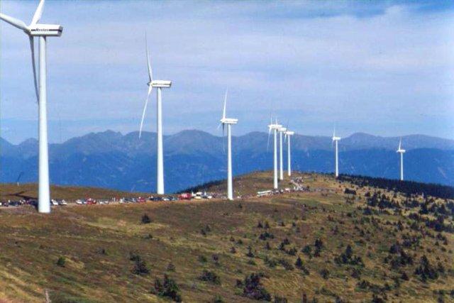 Як монтуються промислові вітрогенератори? (відео)