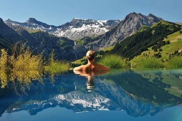Найкрасивіші «нескінченні» басейни світу (фото)
