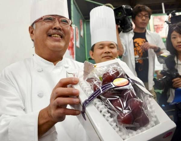 Гроно винограду сорту «Рубі Роман» було продане з аукціону в Японії $ 12500