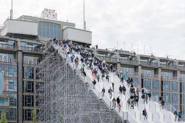 Гігантські сходи на вокзалі в Роттердамі (фото)