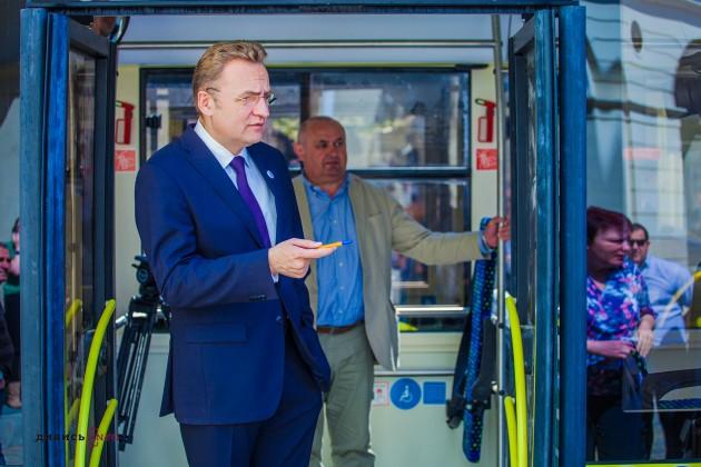 У Львові курсуватимуть нові автобуси ЕЛЕКТРОН (фото)