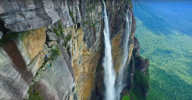Найвищий водоспад у світі: погляд з дрона (відео)