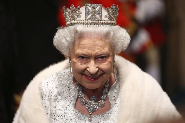 Якими повновеженнями насправді володіє королева Великої Британії