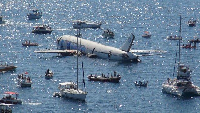 У Туреччині затопили літак для розвитку туризму (фото)