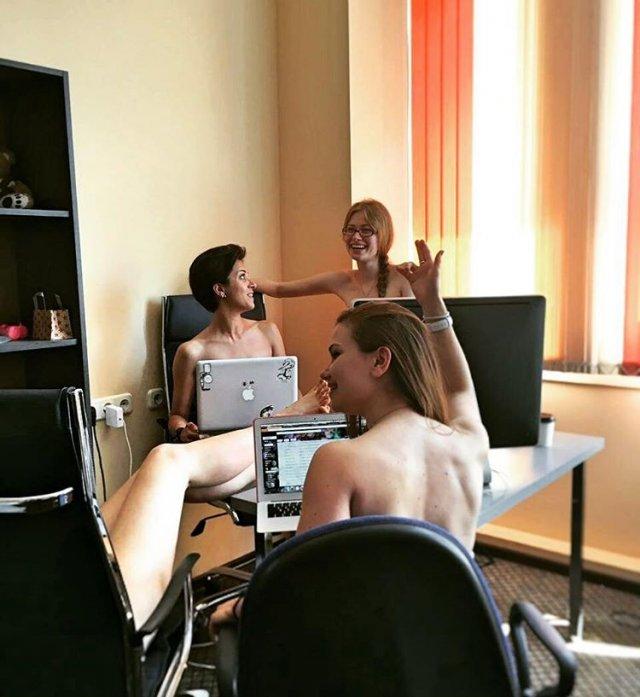 У Білорусії заклик «роздягатися і працювати» зрозуміли буквально і влаштували флешмоб