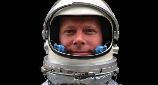 Як космонавти чешуть ніс в скафандрі? (відео)