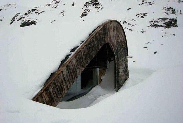 Сучасний будиночок на природі в Норвегії (фото)