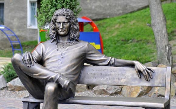 Творці пам'ятника Кузьмі розповідають про роботу над проектом