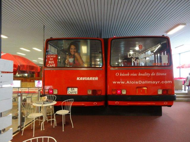 Кафе автовокзалу Братислави з двох автобусів Ікарус (фото, відео)