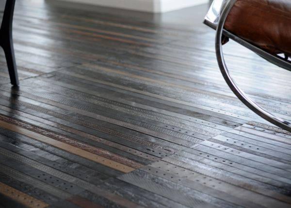 Унікальне покриття для підлоги зі старих шкіряних ременів