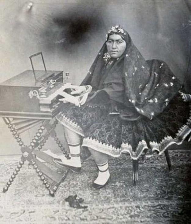 Іранський шах і його гарем, в якому було майже 100 жінок (фото)