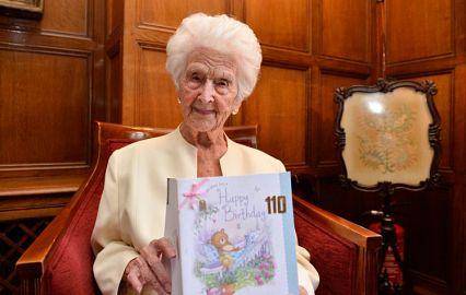 110-річна британка розповіла, що секрет її довголіття - віскі