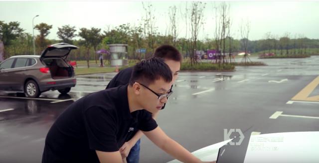 Китайські хакери продемонстрували віддалений злом електромобіля Tesla (відео)